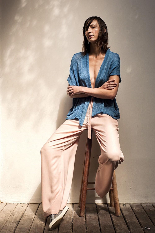 Michele Provensi na campanha de uma das coleções da estilista: a ideia é criar roupas atemporais ©Divulgação