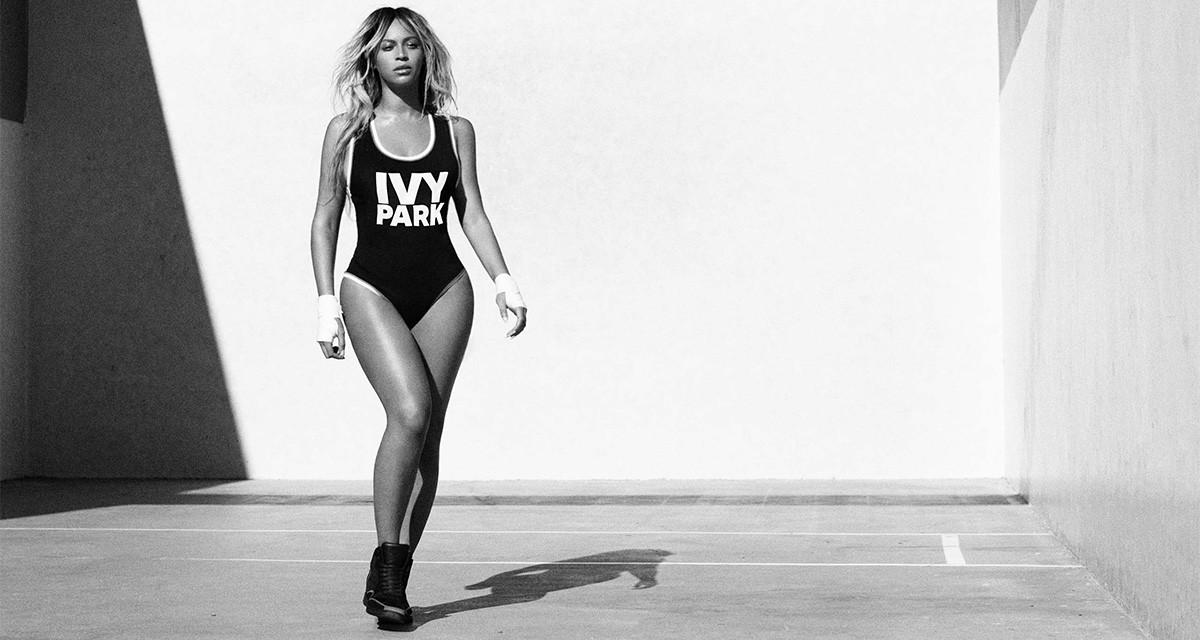 A cantora Beyoncé na campanha da coleção da sua marca de peças esportivas em parceria com a Topshop ©Reprodução