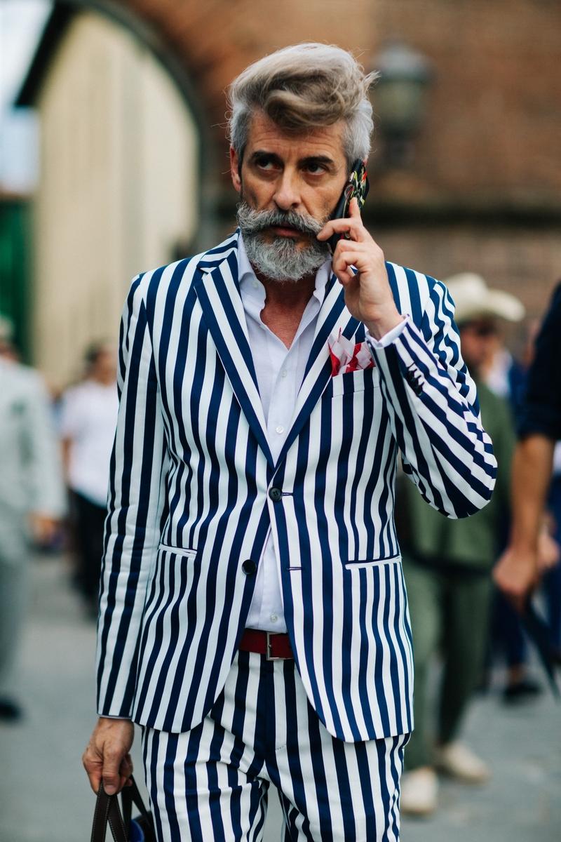 Galeria De Fotos Eleg Ncia Cl Ssica E Juventude No Street Style Da Pitti Uomo Foto 76