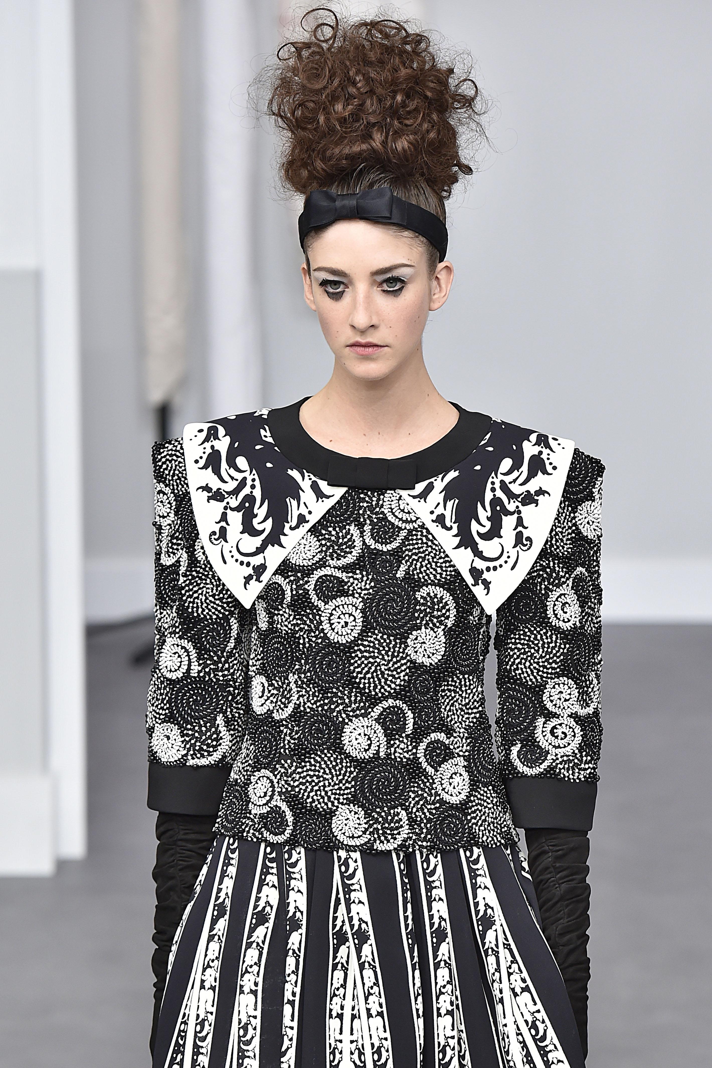 ec513d77f192c Chanel - Alta Costura- Paris -Inverno 2016- Julho 2016 foto  FOTOSITE