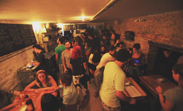 A Comuna, em Botafogo, com lugares sempre disputados ©Reprodução