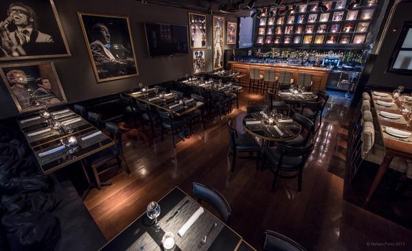 O salão principal do restaurante Flashback, que também tem lounge musical ©Divulgação