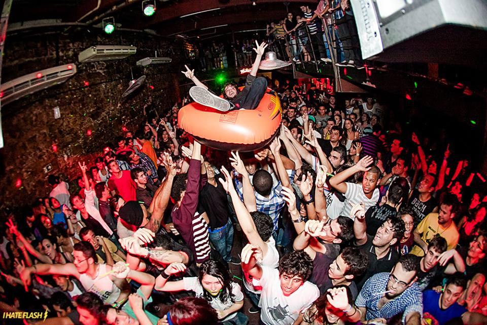 Registro da famosa festa Tekiller, que acontece no Teatro Odisseia ©I Hate Flash