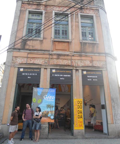 A fachada do Cine Santa Teresa, que fica em prédio histórico ©Reprodução