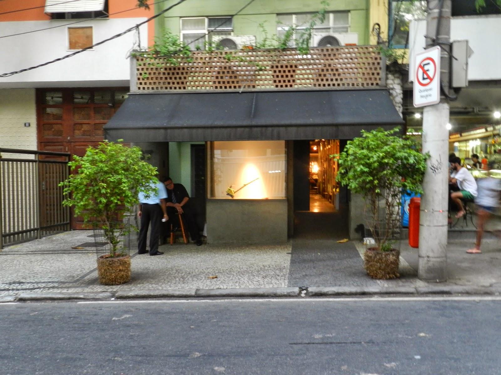 Charmosos estabelecimentos, de lojas a galerias de arte, compõem o mix de programas bacanas da rua Lopes Quintas, no Jardim Botânico ©Reprodução