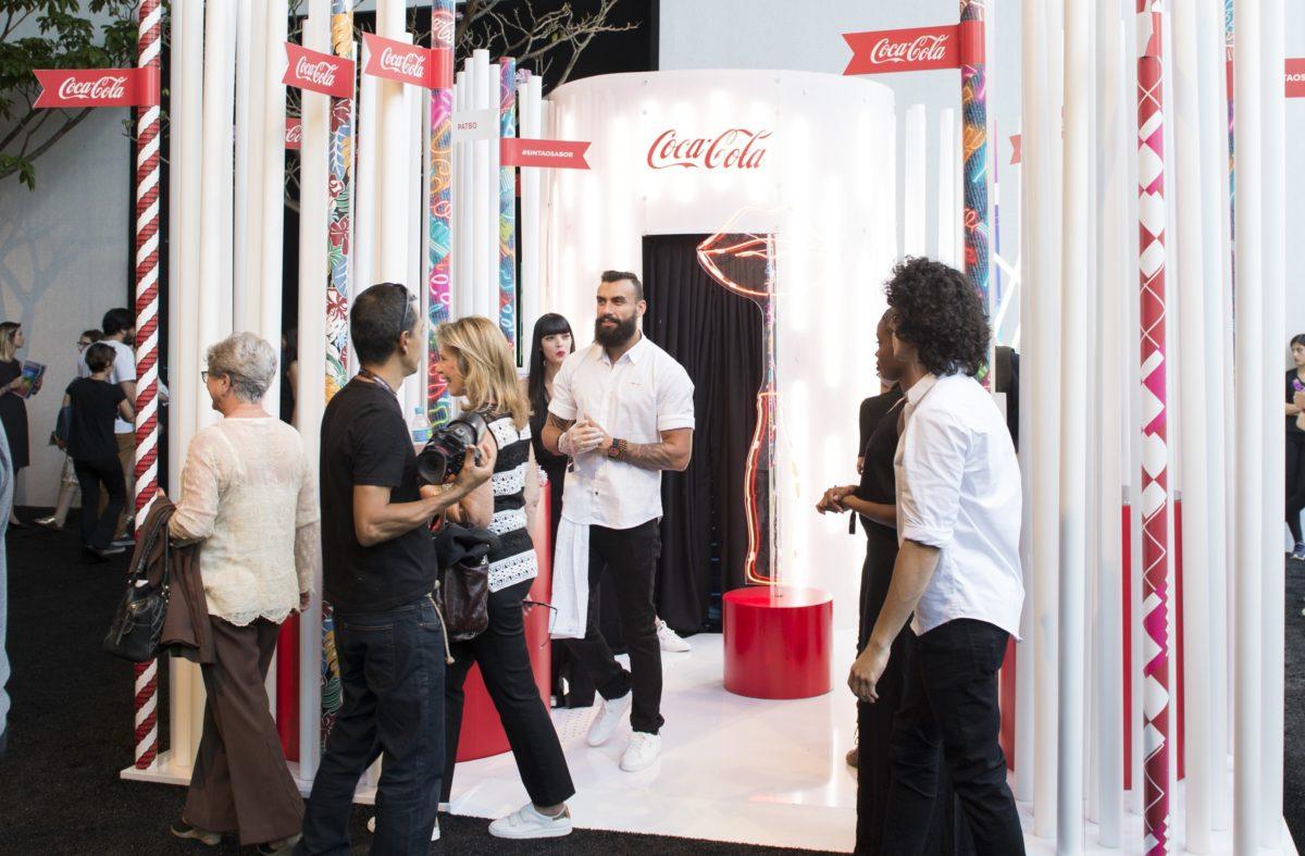 5927b919382 Coca-Cola marca presença no SPFW com espaço interativo    Notícias ...