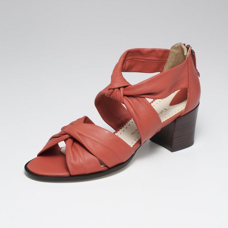 Sandália Soft (R$ 870)