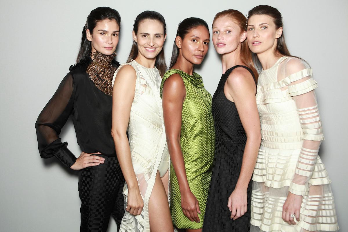 Carol Ribeiro, Fernanda Tavares, xxx, Cintia Dicker e Michelle Alves no backstage © Agência Fotosite