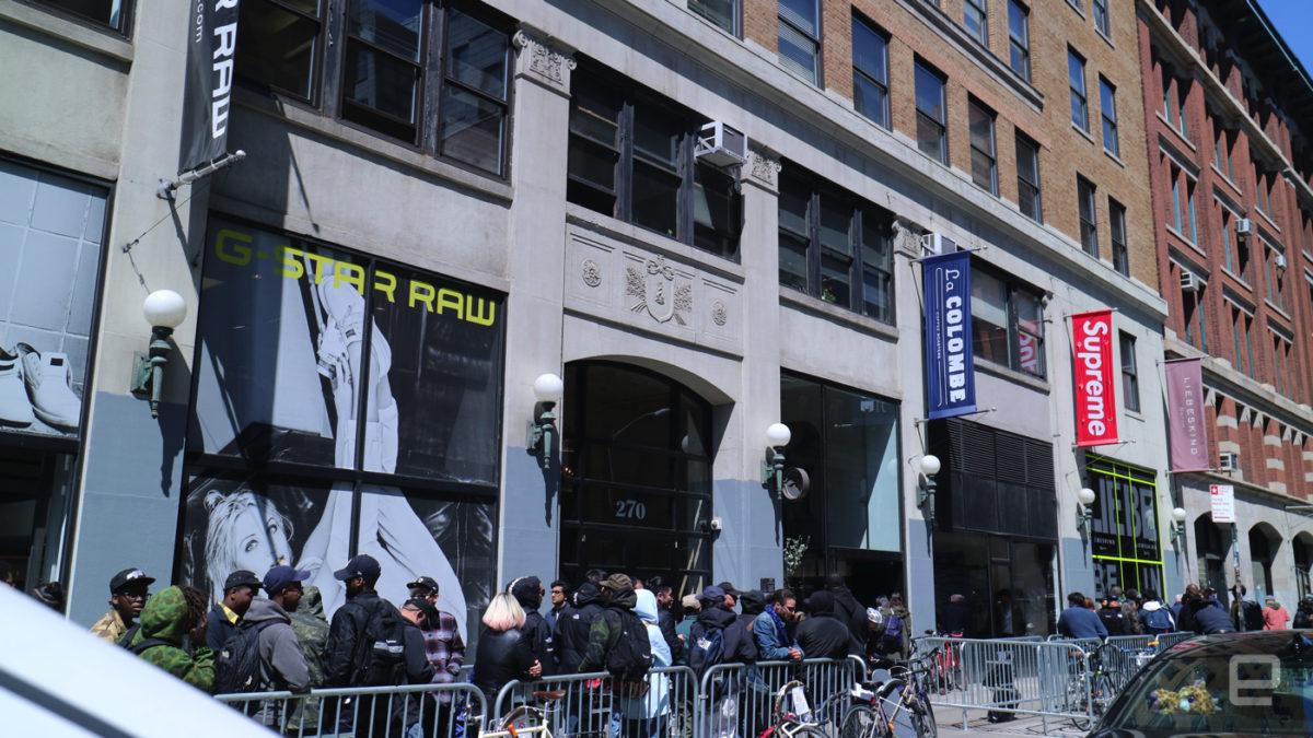 53b24c6f3b162 Vizinha de marcas conhecidas no circuito street, a Supreme causa filas  diárias em sua loja