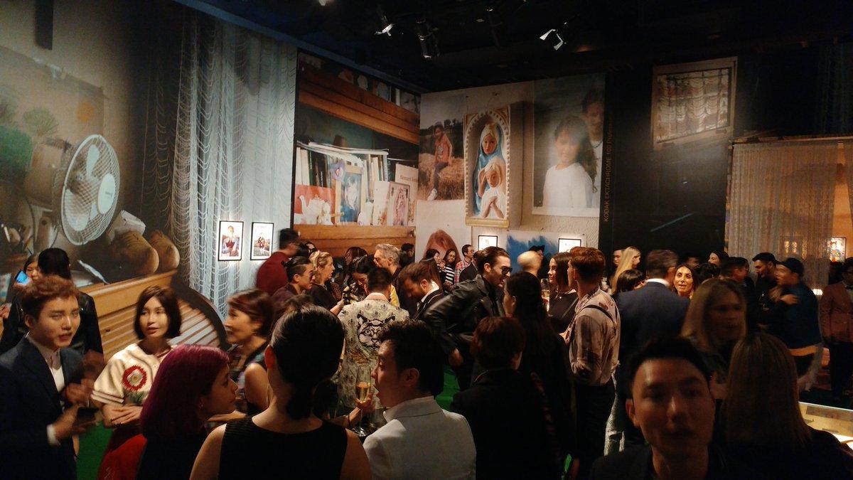 Em Hong Kong, a sala com as fotos de Petra Collins ©Reprodução