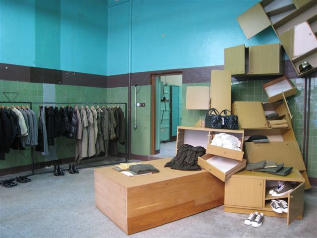 Guerilla shop da CdG em Varsóvia ©Reprodução