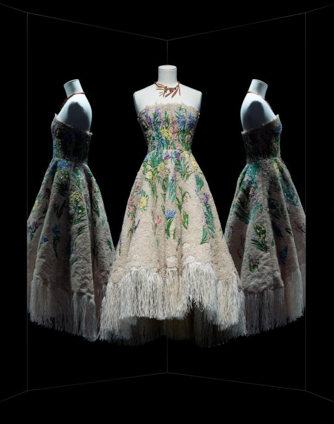 Vestido Essence d'herbier, assinado por Maria Grazia Chiuri para a coleção couture Verão 17, apresentada em janeiro deste ano ©Reprodução