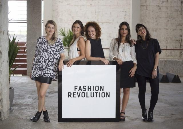 Equipe da Fashion Revolution de São Paulo: Eloisa Artuso, Marina de Luca, Ana Sudano, Fernanda Simon e Mariana Lombardo ©Divulgação