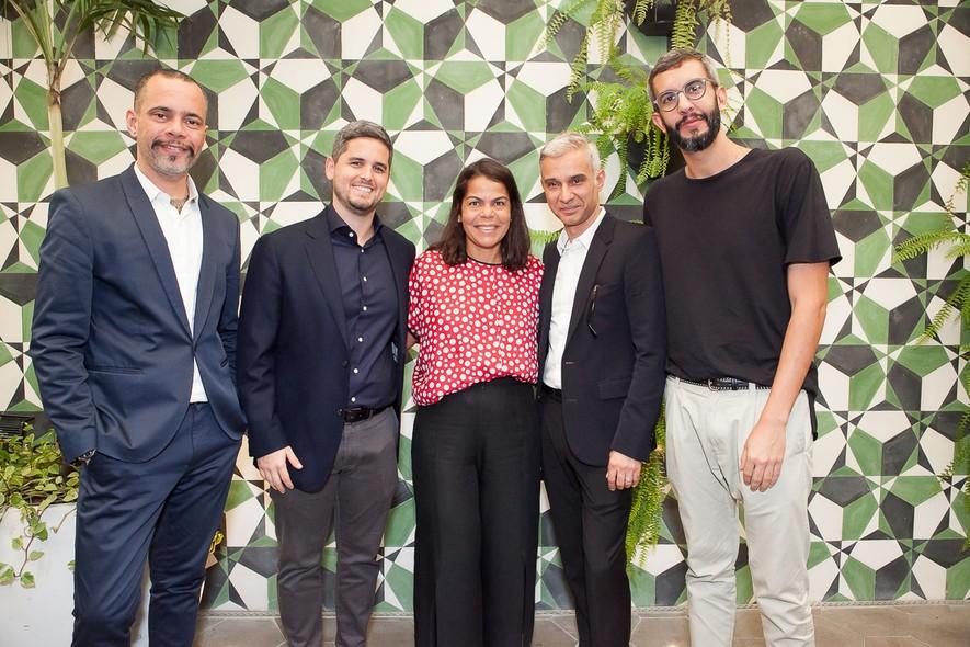 Ricardo Cruz, Rony Meisner, Daniela Falcão, Sylvain Justum e Igor de Barros no almoço de lançamento do Prêmio Novos Talentos GQ Reserva ©Cortesia