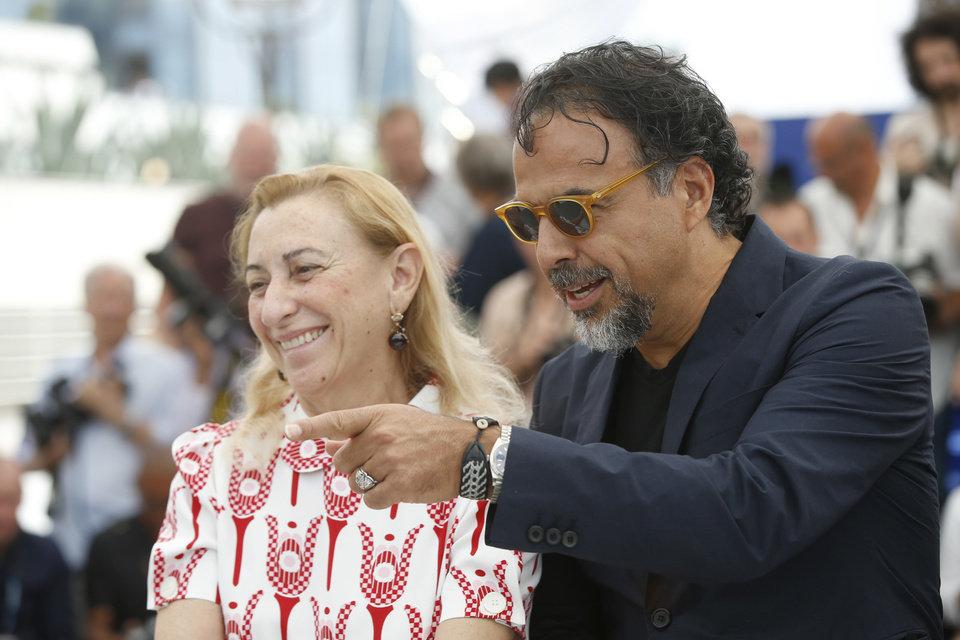 Miuccia Prada e Alejandro G. Iñárritu na prèmiere de Carne y Arena em Cannes ©AP Photo/Alastair Grant