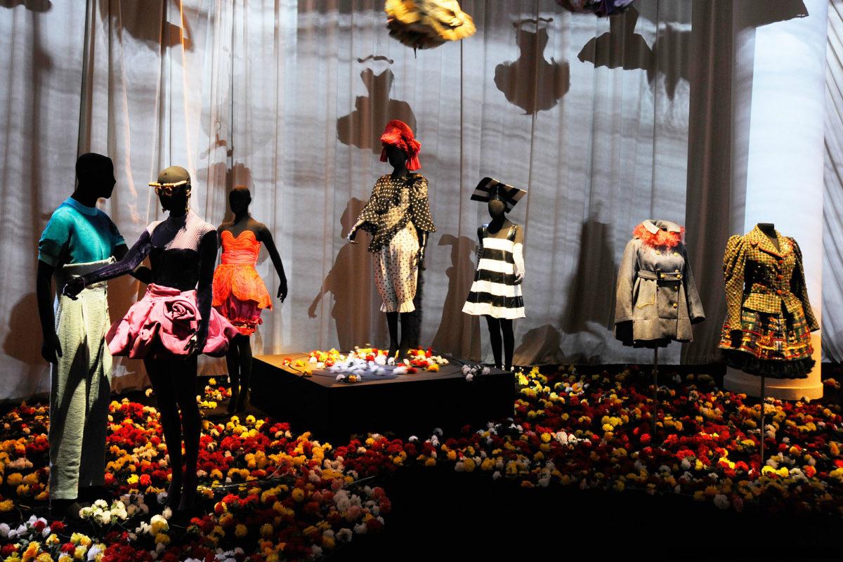 """Looks da mostra de 2009 """"Christian Lacroix: Trajes de Cena"""", que agora podem ser vistos novamente no MAB-FAAP ©Divulgação"""