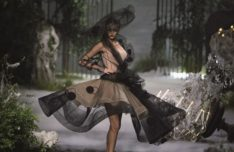 dior-catwalk-galliano-aw05-couture