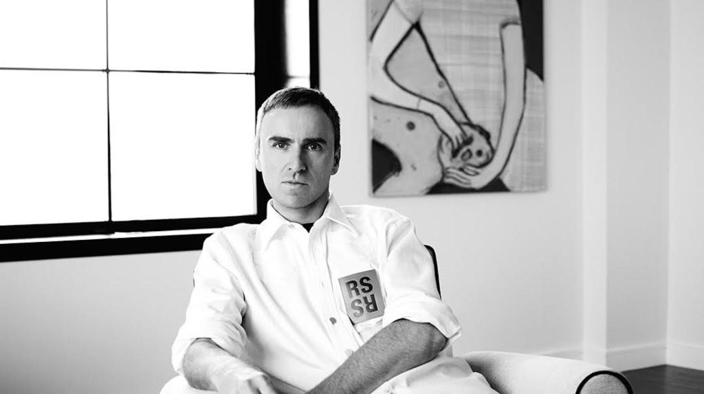 Atualmente na Calvin Klein, o belga Raf Simons continua desfilando sua linha homônima em NY ©Reprodução