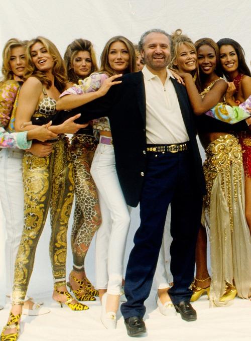 Gianni com Cindy, Stephanie Seymour, Carla Bruni, Claudia Schiffer e Naomi Campbell