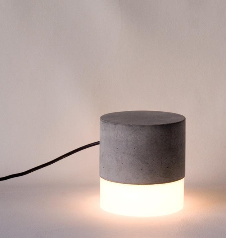 Luminária Peso, da Tomada, na Bobam (R$450,00)