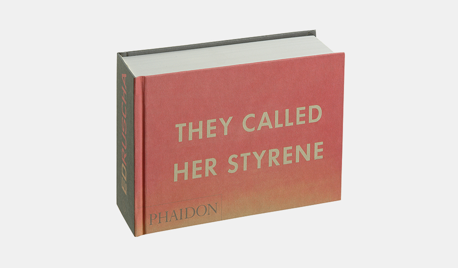 Livro They Called Her Styrene, Etc, de Ed Ruscha, na Freebook (R$78,80)