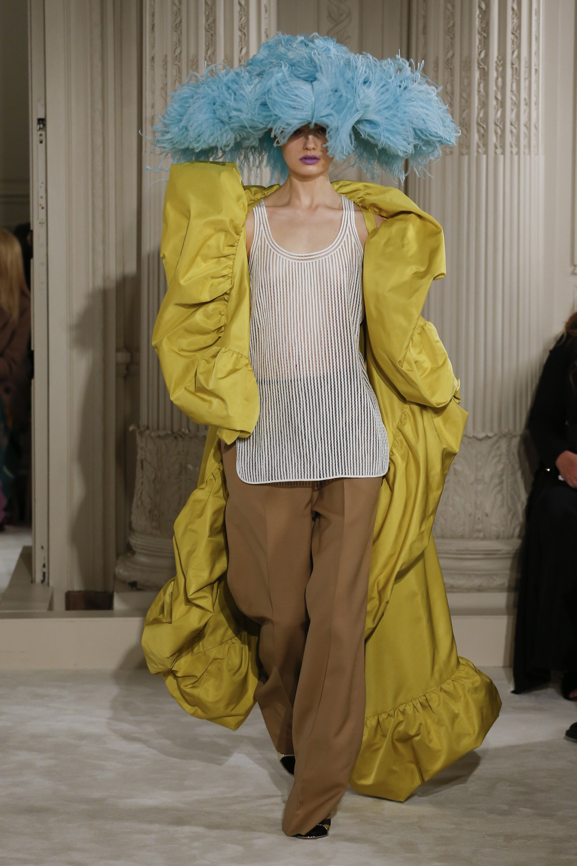 Primeiro look do desfile de Alta Costura da Valentino / Reprodução