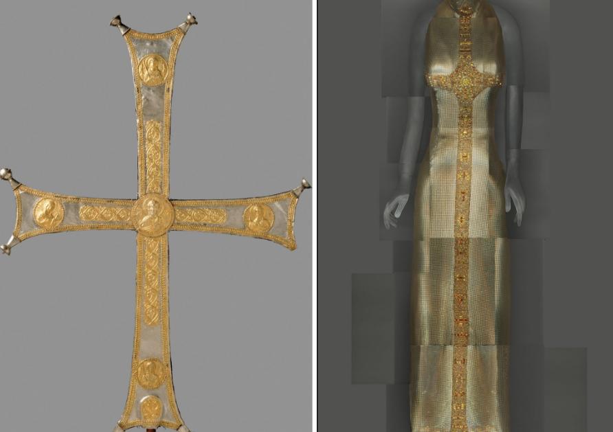 Cruz Bizantina e vestido de Gianni Versace Inverno 1997–98 / Reprodução