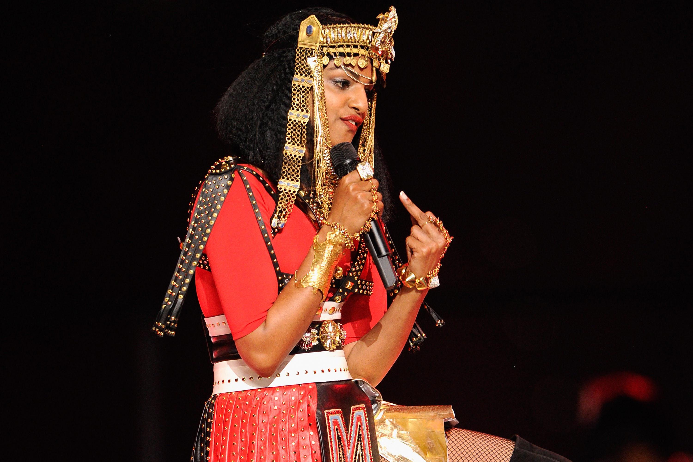 M.I.A. durante apresentação no intervalo do Super Bowl / Reprodução