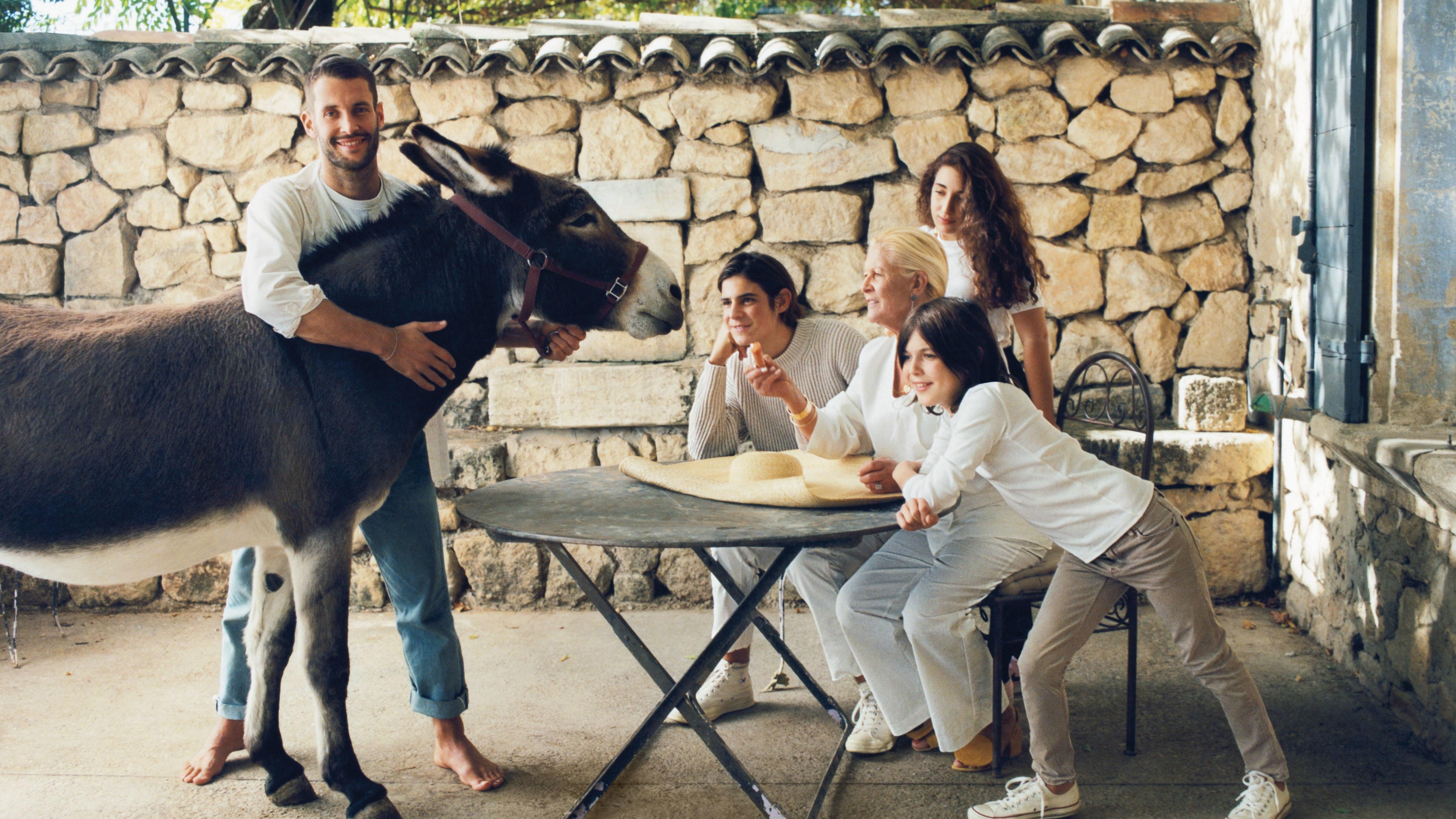 Simon com sua família em foto feita para a Vogue US / Reprodução
