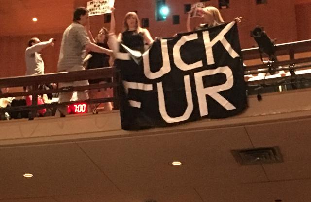 Ativistas do PeTA invadem palestra da Michael Kors no ano passado