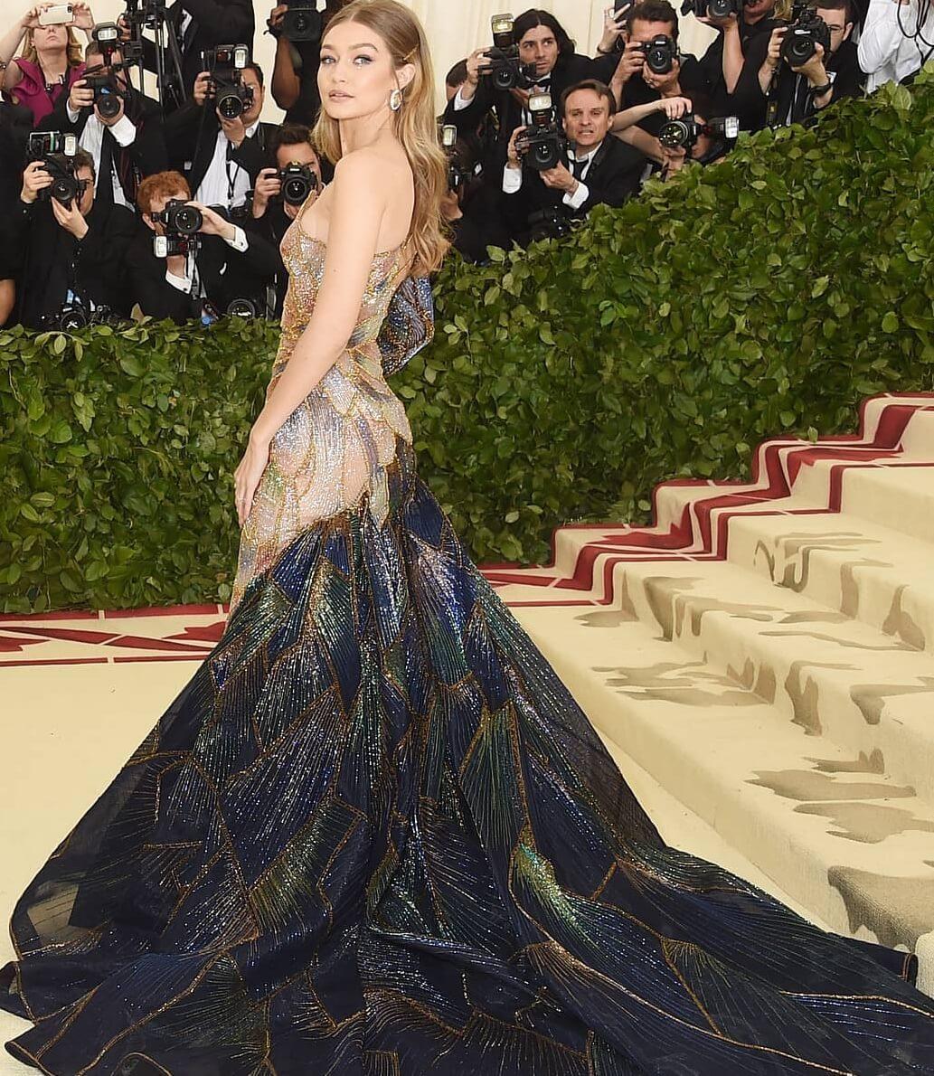 Gigi Hadid de Versace / Reprodução