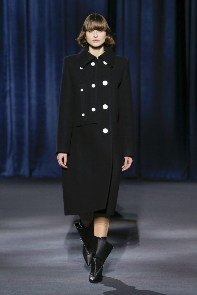 Look da primeira coleção de Claire Waight Keller para a Givenchy / Reprodução