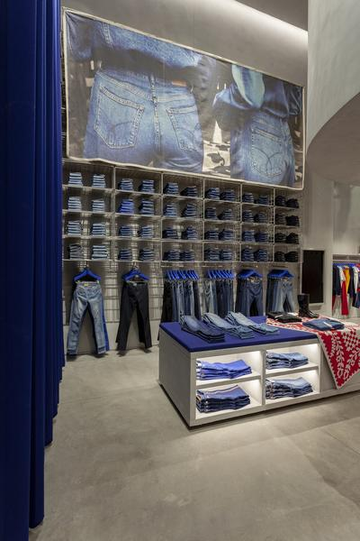 Calvin Klein abre sua primeira flagship store em São Paulo  veja fotos     Notícias    FFW f64de01838