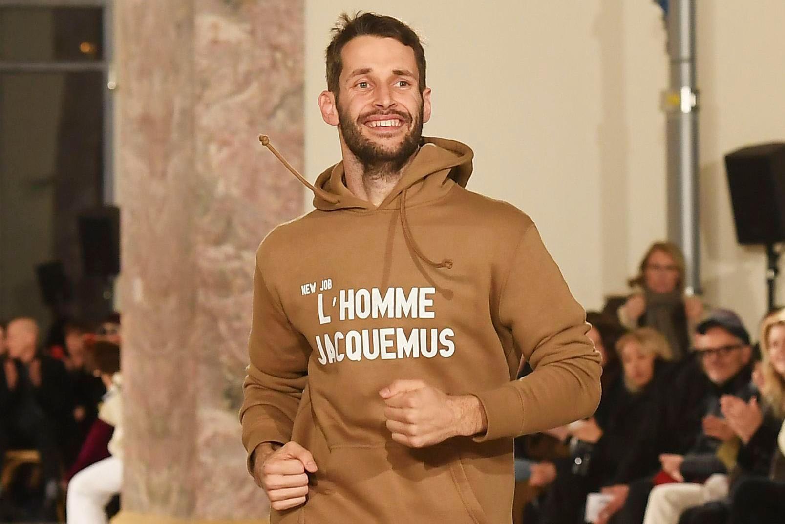 Simon Porte Jacquemus, em fevereiro de 2018, dando sinais de que uma linha masculina estaria por vir ©Reprodução