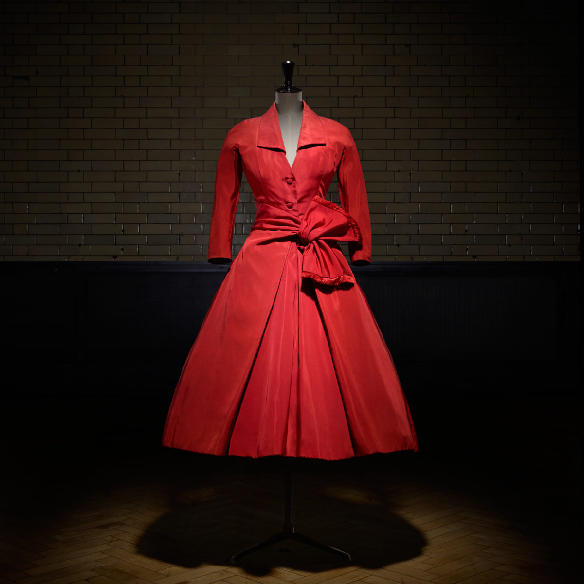 carlate afternoon dress Inverno Couture 1955  Laziz HamaniCortesia