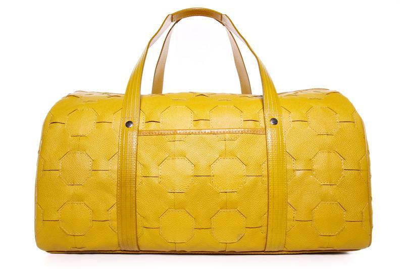 Bolsa da Elvis & Kresse produzida com couro doado pela Burberry / Reprodução