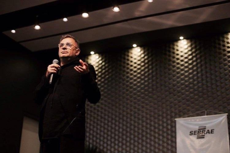 Paulo Borges em palestra no SPFW Day em Criciúma, em 2017 / Cortesia