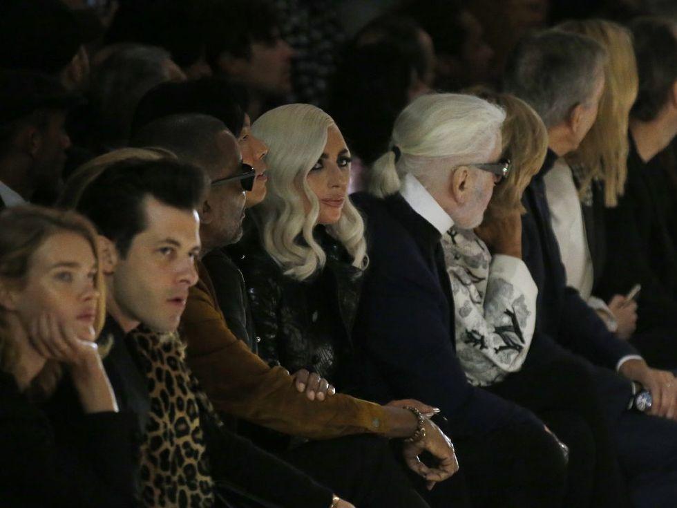 Lady Gaga e Karl Lagerfeld na primeira fila / Reprodução
