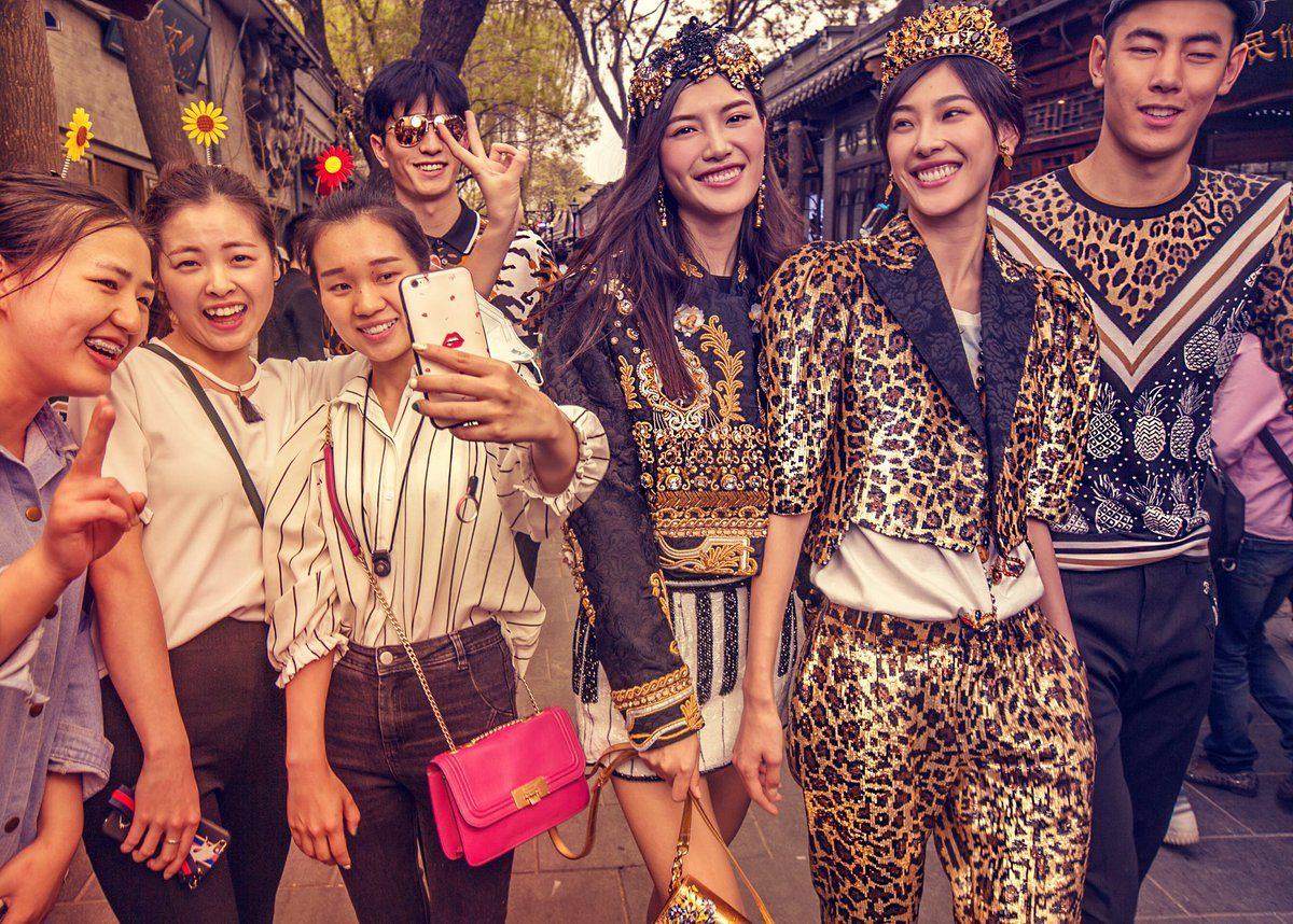 Uma das imagens da campanha Dolce & Gabbana Loves China / Reprodução