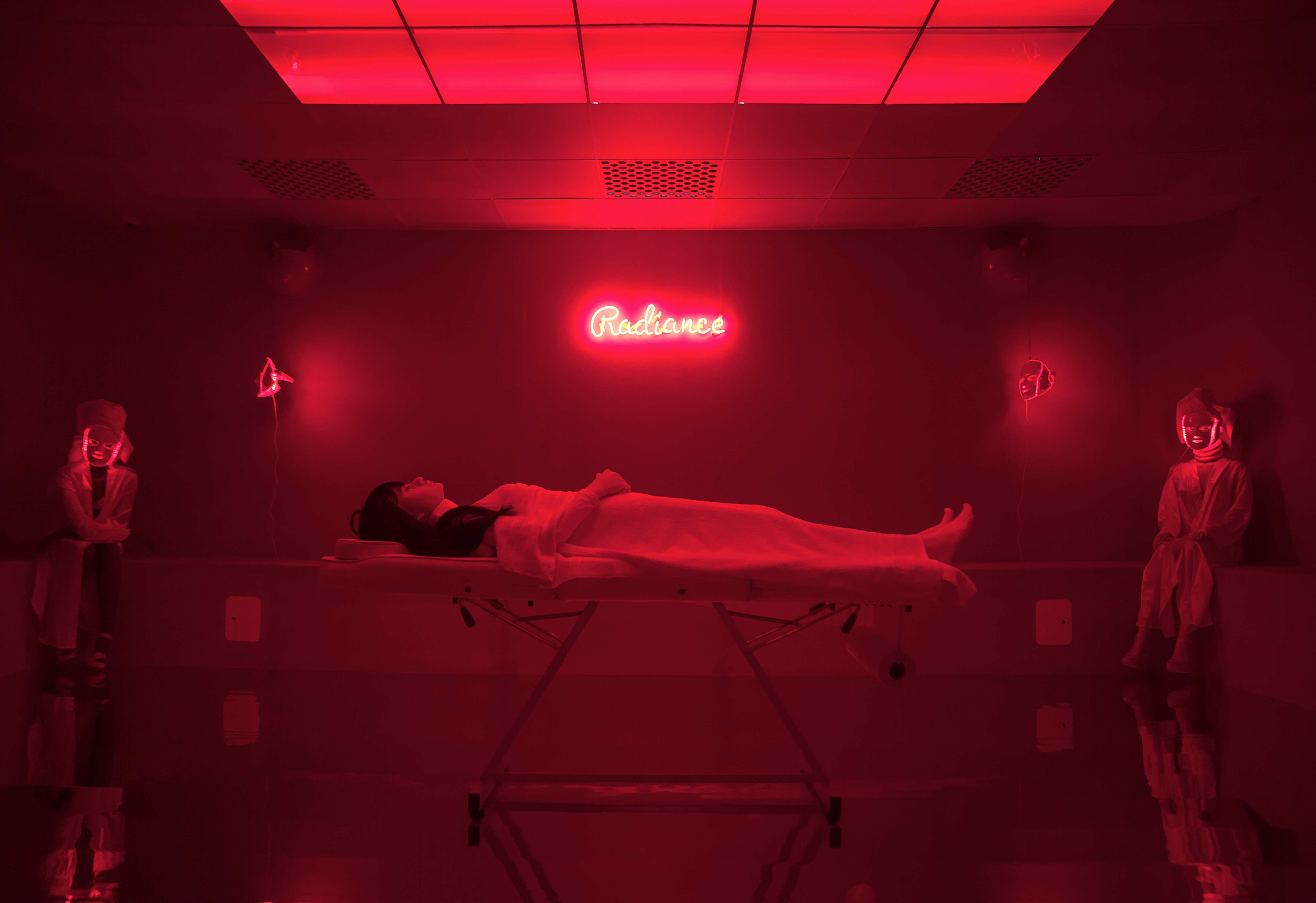 The Salon, Juno Calypso / Reprodução