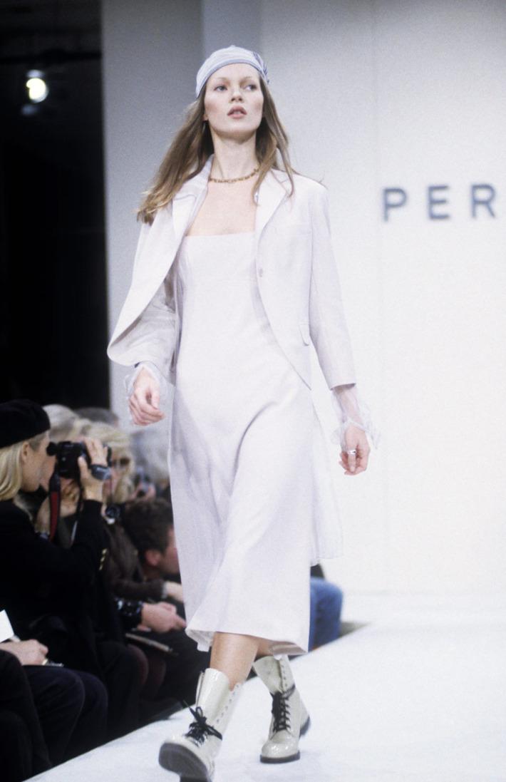 Kate Moss desfila para o Verão 1993 de Perry Ellis / Reprodução