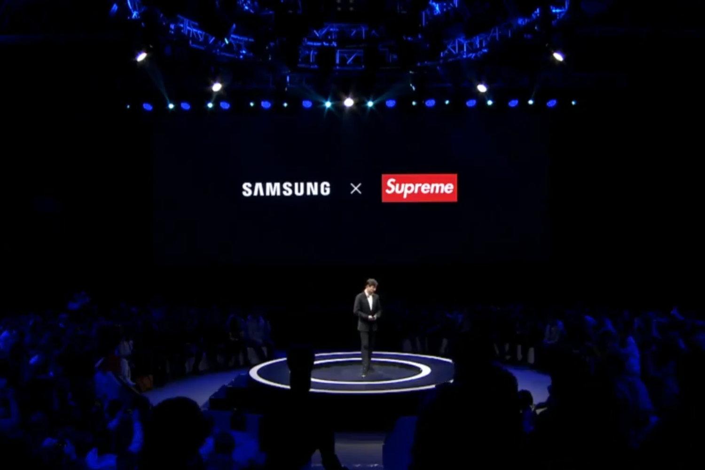 Apresentação da parceria Samsung x Supreme / Reprodução