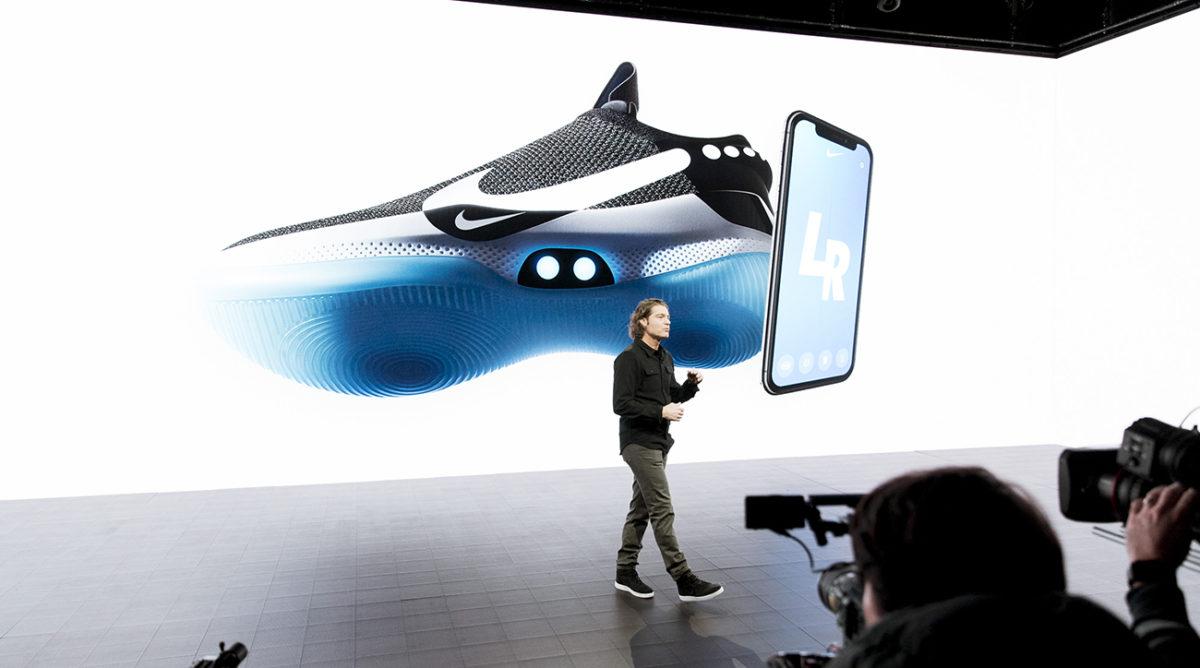 22aad072bc Inovação  Nike lança tênis inteligente que aprende com o dono e se ...