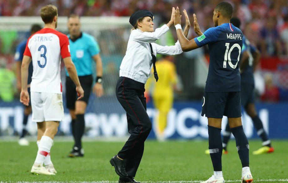 Nika e Mbappe na Copa do Mundo 2018 / Reprodução