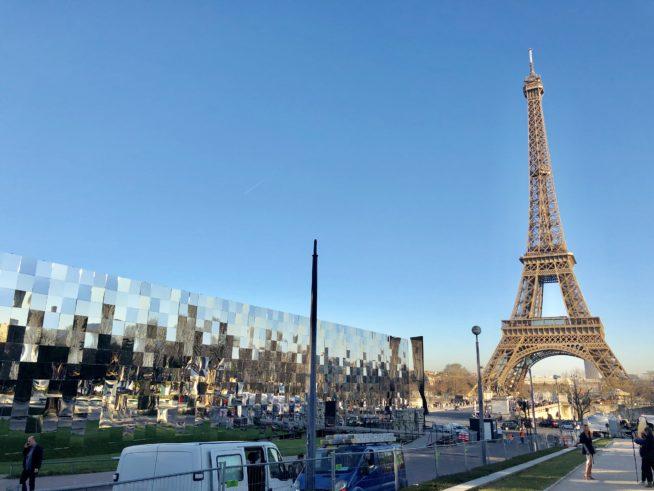 A tenda espelhada onde aconteceu o desfile da Saint Laurent. foto: Augusto Mariotti