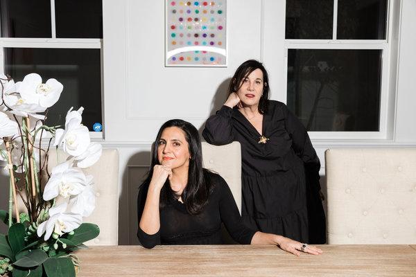 Carineh Martin e Arianne Phillips em foto publicada no New York Times / Reprodução