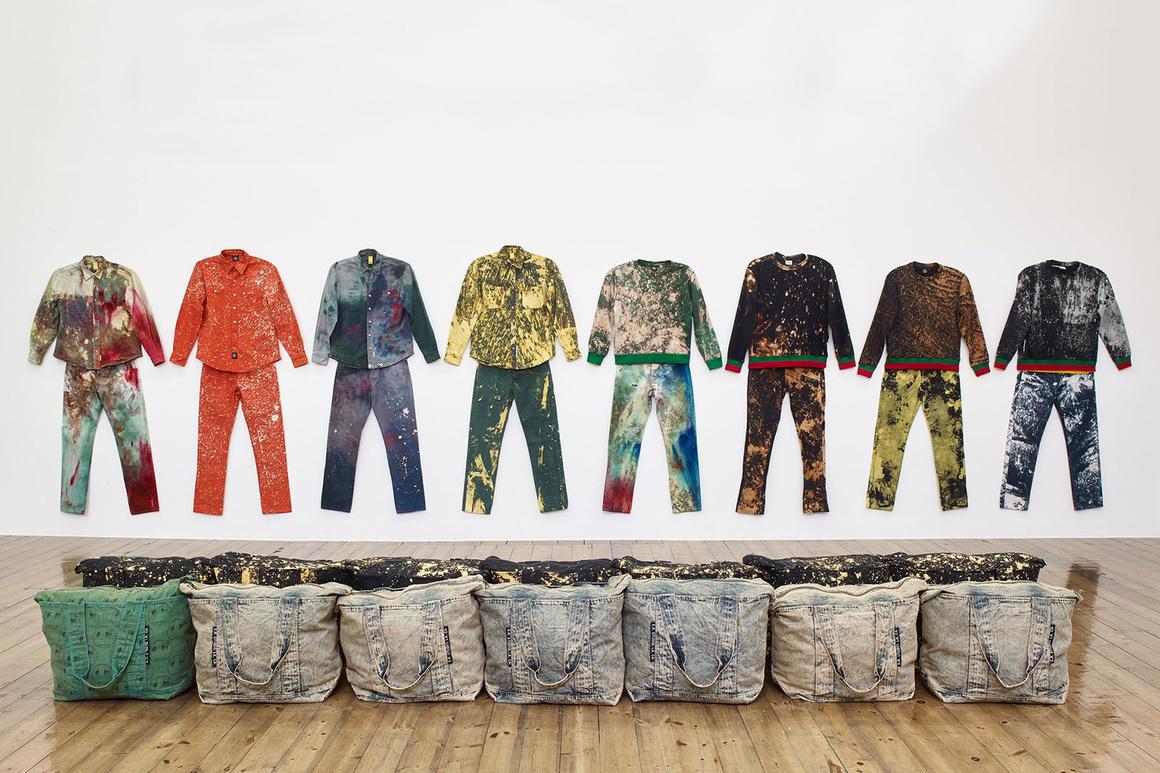 Instalação de Ruby de 2016: Work Wear: Garment and Textile Archive 2008-2016 / Reprodução
