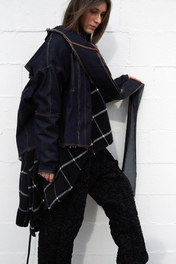 A modelo Carmen Fluturas veste um look da Ocksa / Foto: Xavier Casanueva