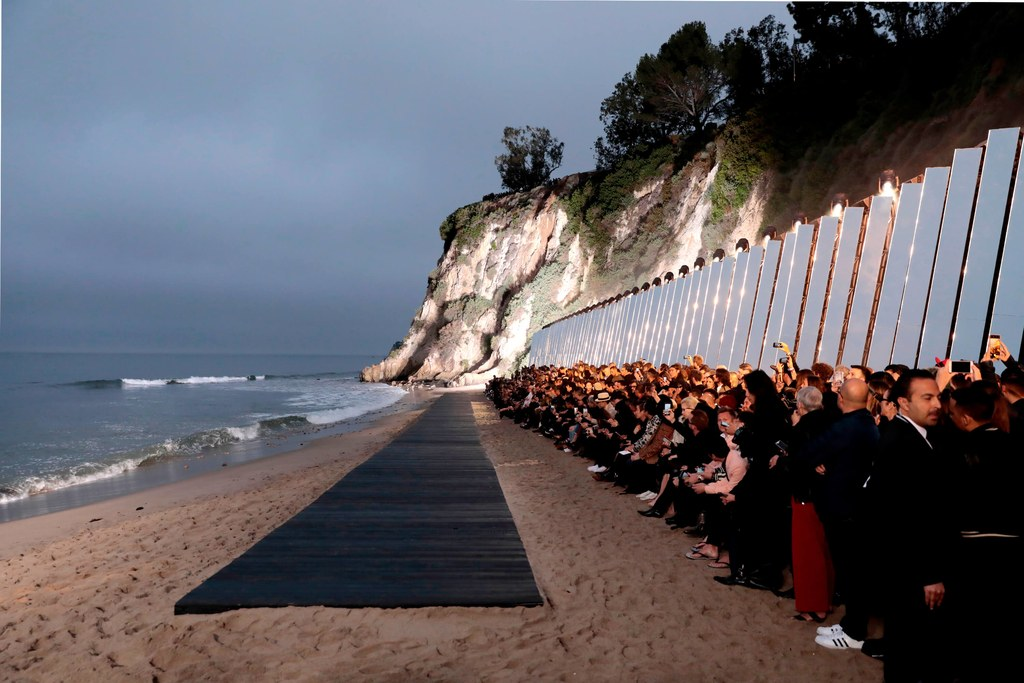 Cenário da Saint Laurent em Malibu / Reprodução Getty Images