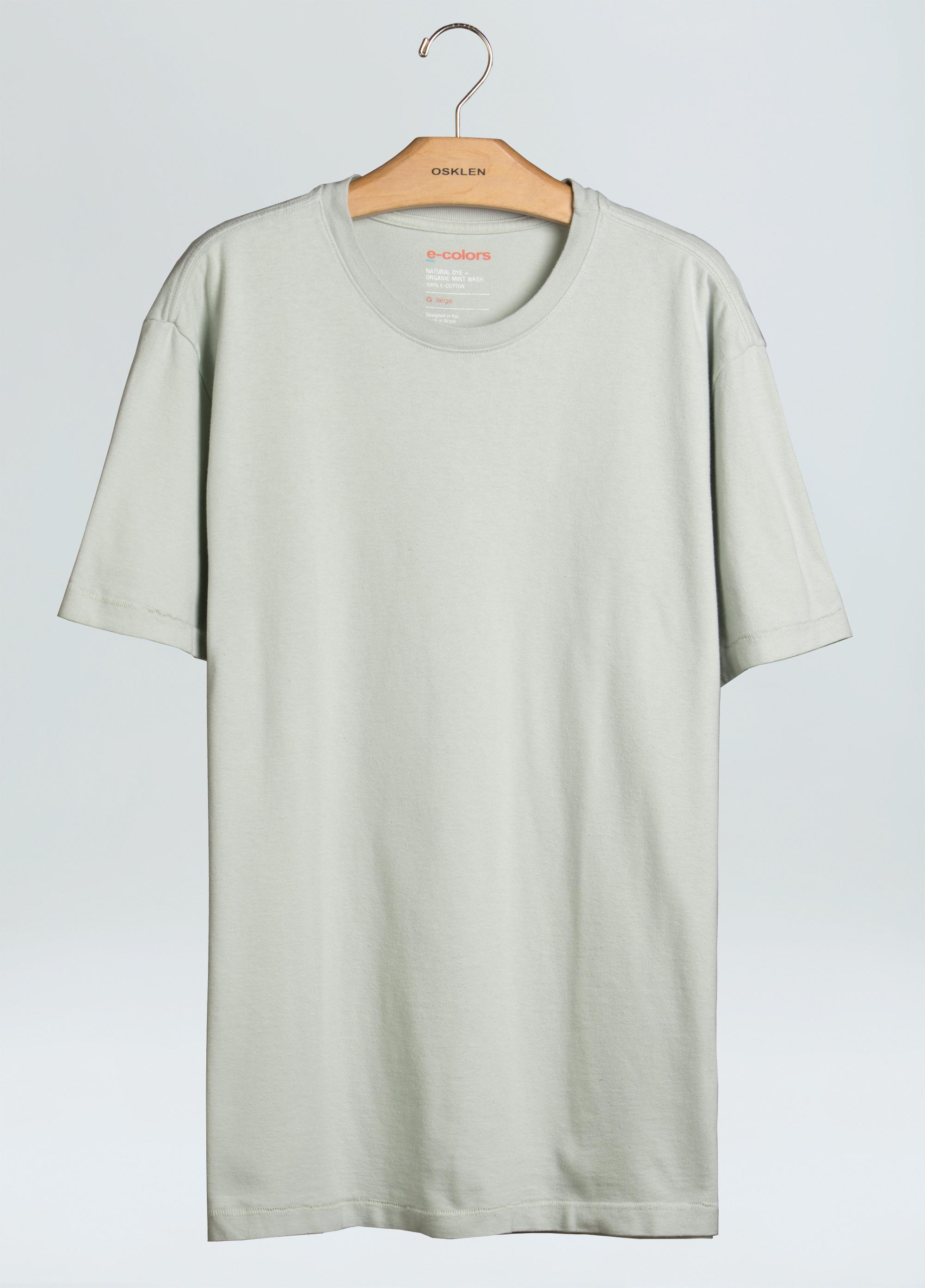 Uma das camiseta tingidas com e-color de menta / Cortesia